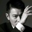 #何润东 跟妻子回农村老家,虽妻子家境贫寒,他给予了最大的尊重,岳父更是控制不住的拥吻他,接地气的明星谁不爱呢