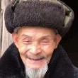 爷爷知道自己跳舞的视频了后,每天都拿着手机看,笑的嘴都合不拢了…